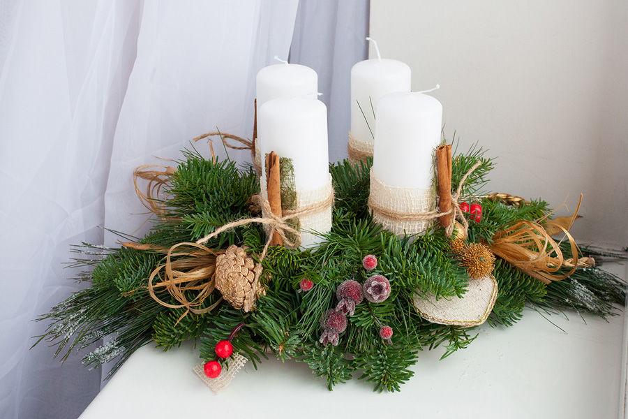 Хвойные композиции со свечами