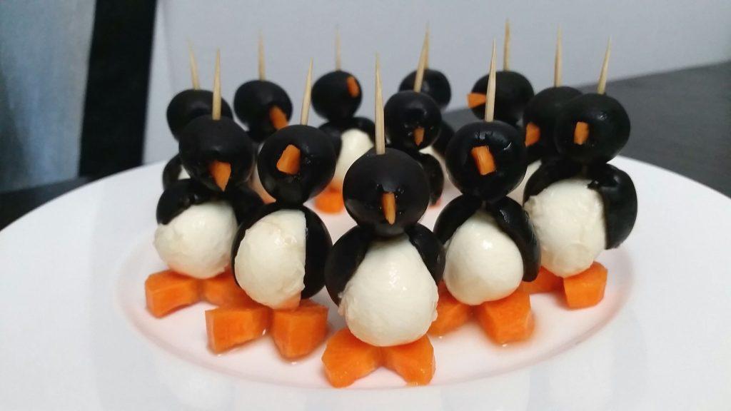 Канапе в виде пингвинов