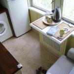 Фото 67: Маленький столик у окна вместо подоконника
