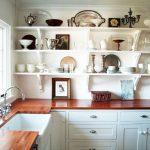 Фото 71: Расположение мойки у окна в маленькой кухне