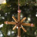 Фото 35: Снежинка на ёлку из корицы