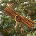 Фото 37: игрушка на елку из палочек корицы