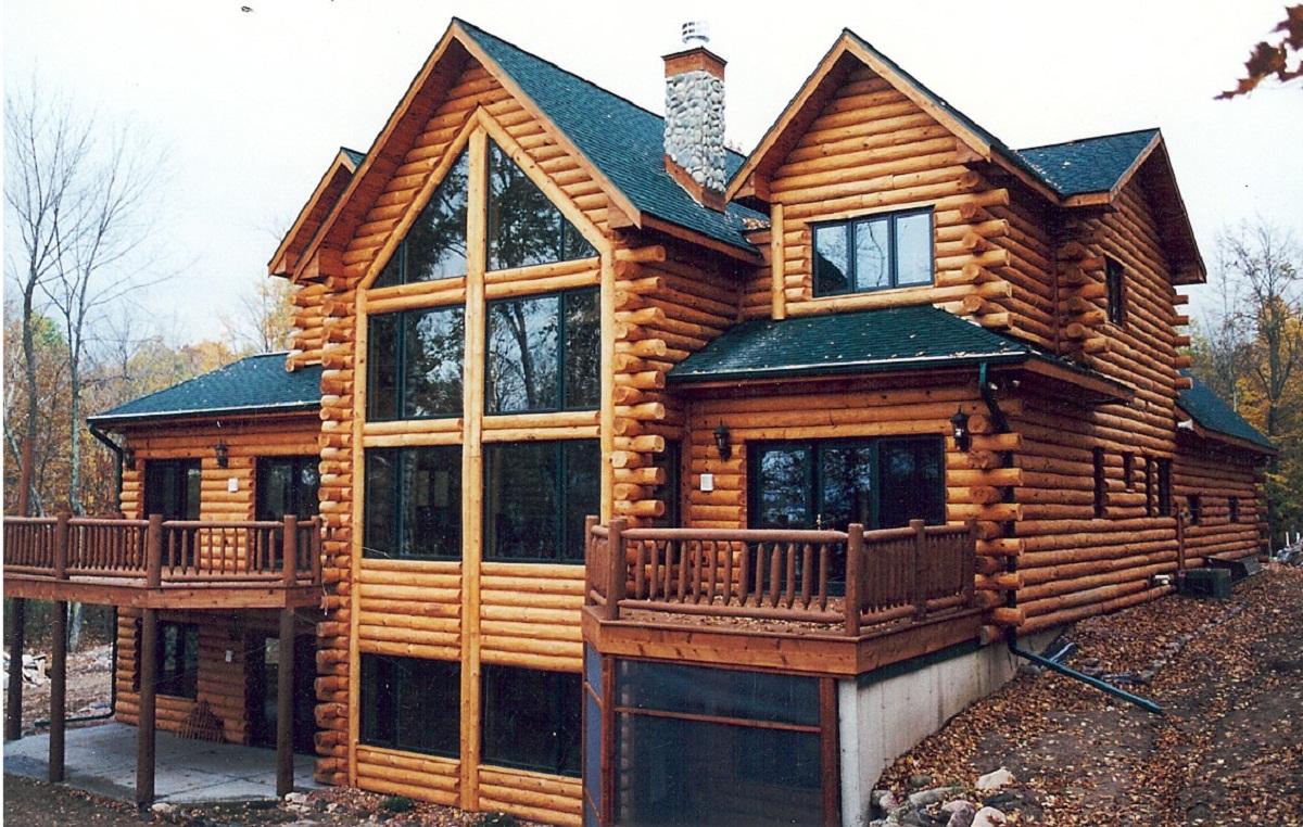 Деревянный бревенчатый дом