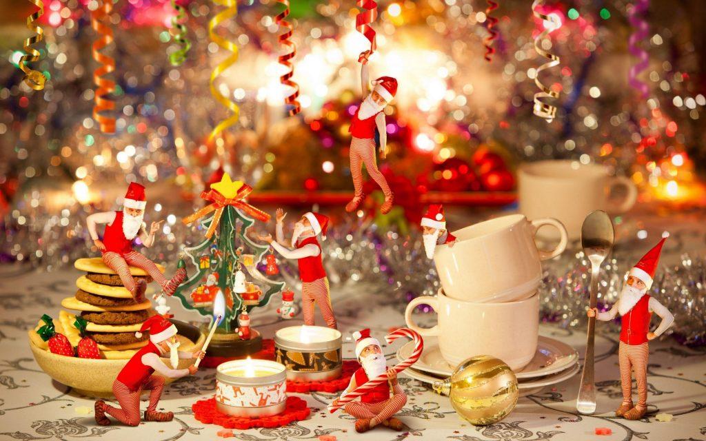 Яркое украшение новогоднего стола