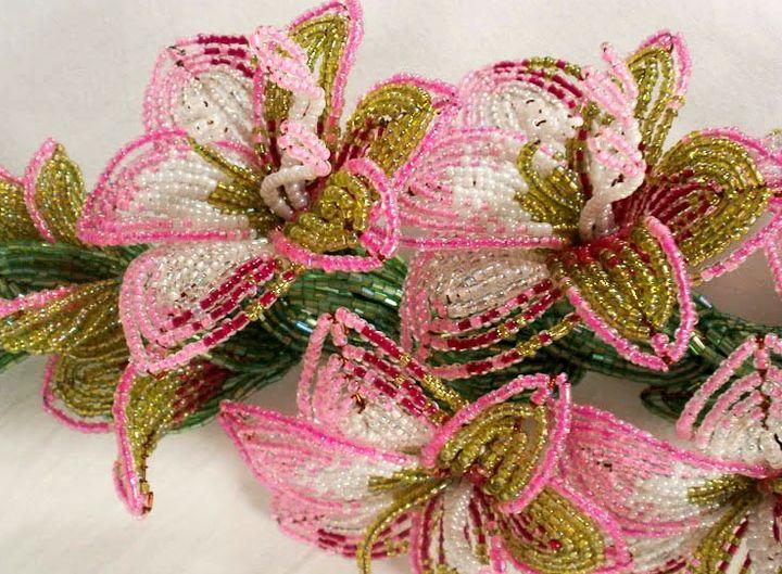 Красивый цвекток из бисера