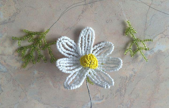 Сплетенные детали цветка