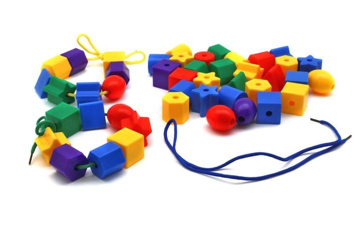 Развивающие игрушки направлены на решение сразу нескольких целей