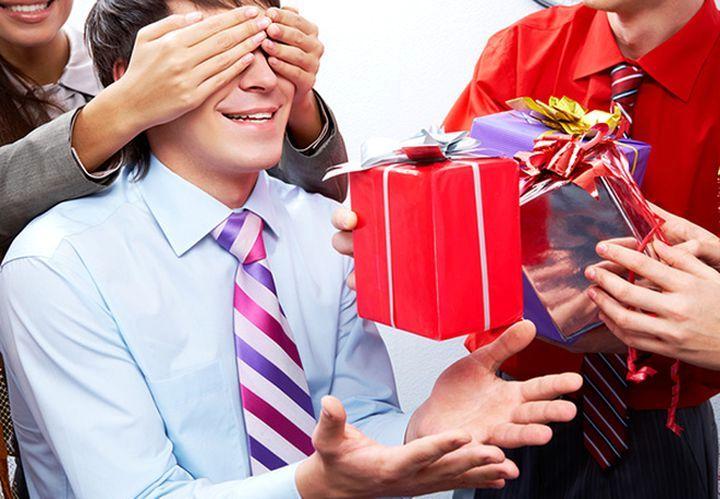 Оригинальные идеи для вручения подарков