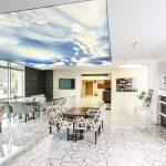 Фото 63: Натяжной потолок в гостиной в виде неба