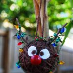 Фото 74: Новогодний шарик из клубочка в виде олененка