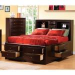 Практичная двуспальная кровать
