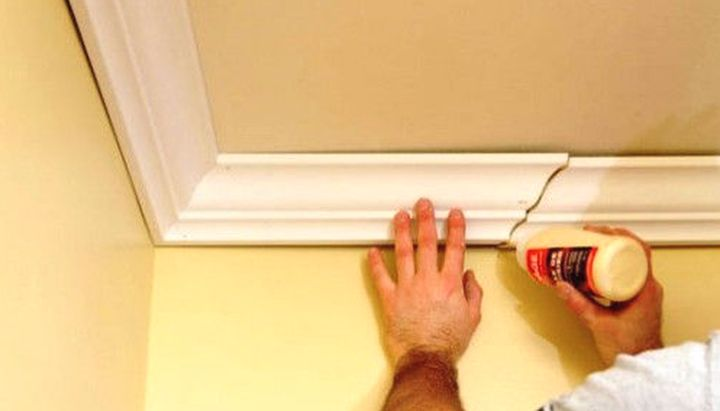 Установка плинтусов на потолок своими руками