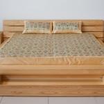 Сосна в основе кровати
