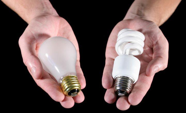 Замена лампы накаливания на энергосберегающую