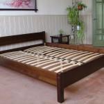 Широка кровать из массива