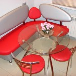Фото 28: Уголок со стеклянным столом на кухне