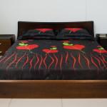 Фото 6: Дизайн кровати из сосны