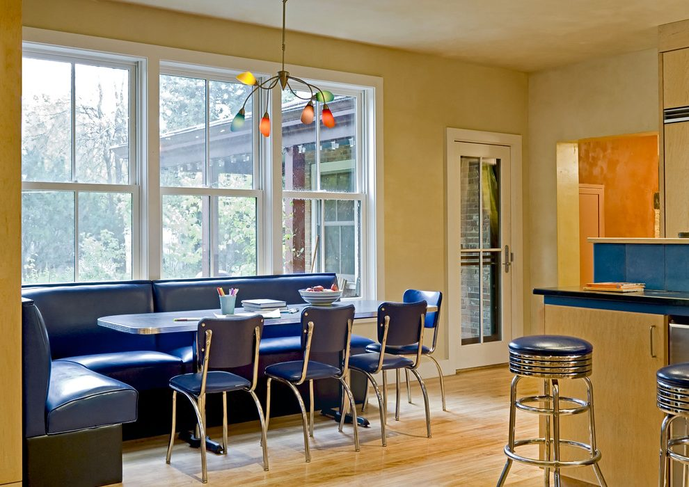 Кухонный уголок из кожи в ретро стиле