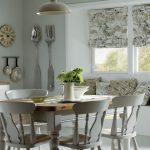 Фото 83: Современный рисунок римских штор на кухне