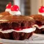Фото 17: Пирожные с вишней