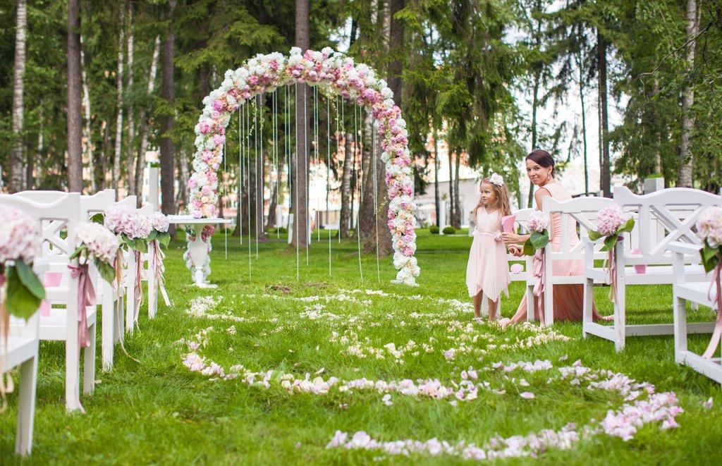 Цветочная арка на свадьбе