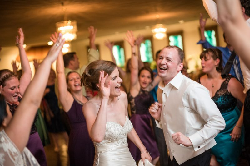 Подбор музыки для общего настроения на свадьбе