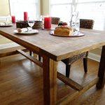 Фото 40: Деревянный стол на кухне