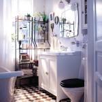 Фото 17: Использование кованных полок в ванной комнате