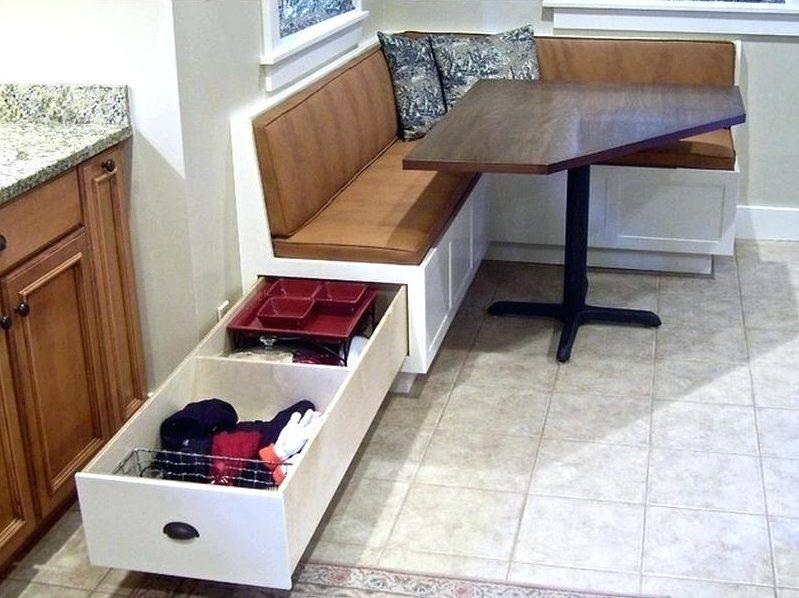 Кухонный уголок с выдвижным ящиком