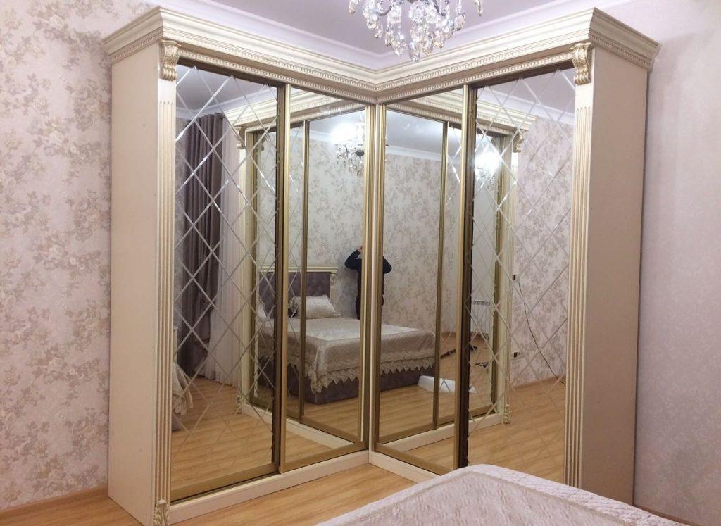 Классический угловой прямоугольный шкаф с зеркалами