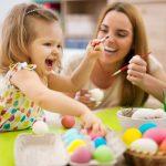 Фото 47: Покраска яиц с детьми