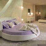 Фото 71: Круглая кровать с балдахином