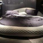Фото 75: Круглая кровать в форме камня