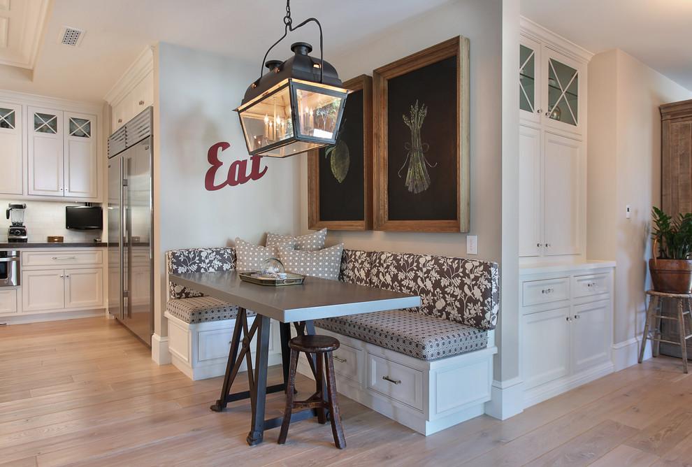 Кухонный уголок по форме интерьера