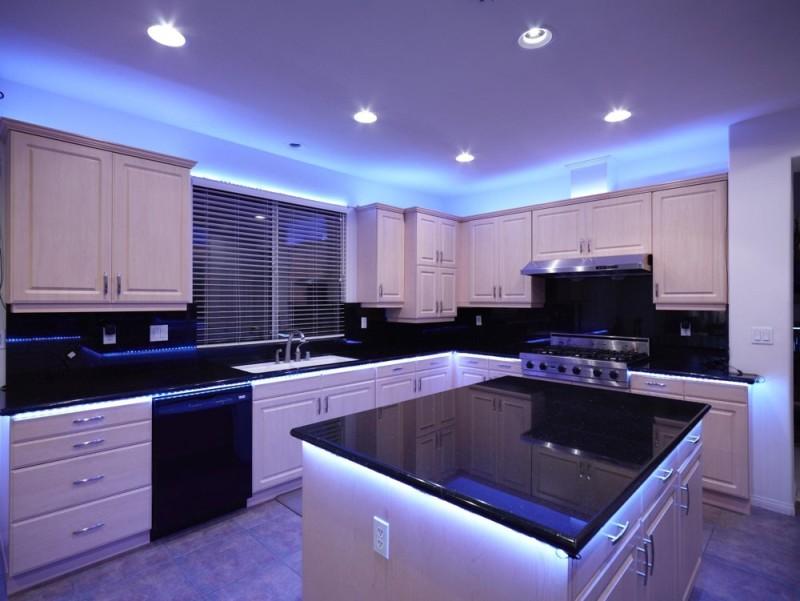 Люминесцентное освещение кухни