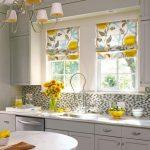Фото 66: Римские шторы в ретро стиле на кухне