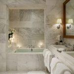 Фото 54: Плитка под мрамор в ванной