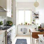 Фото 46: Раскладной деревянный стол на кухне