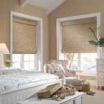 Фото 45: Римские шторы из бамбука в спальне
