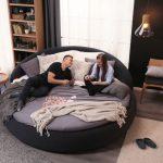 Фото 74: Круглая кровать со спинкой