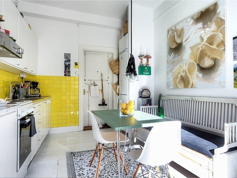 Цветной стол на кухне
