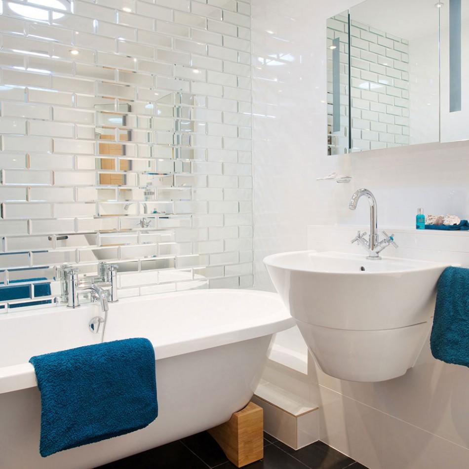 Зеркальная плитка в маленькой ванной