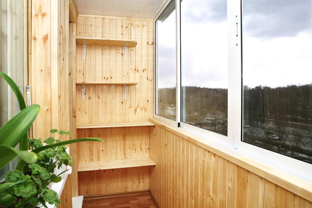 Внутренняя отделка балкона деревянной вагонкой