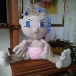 Кукла-малыш с помощью крючка