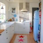 Фото 10: Кухонный гарнитур для маленькой кухни светлый