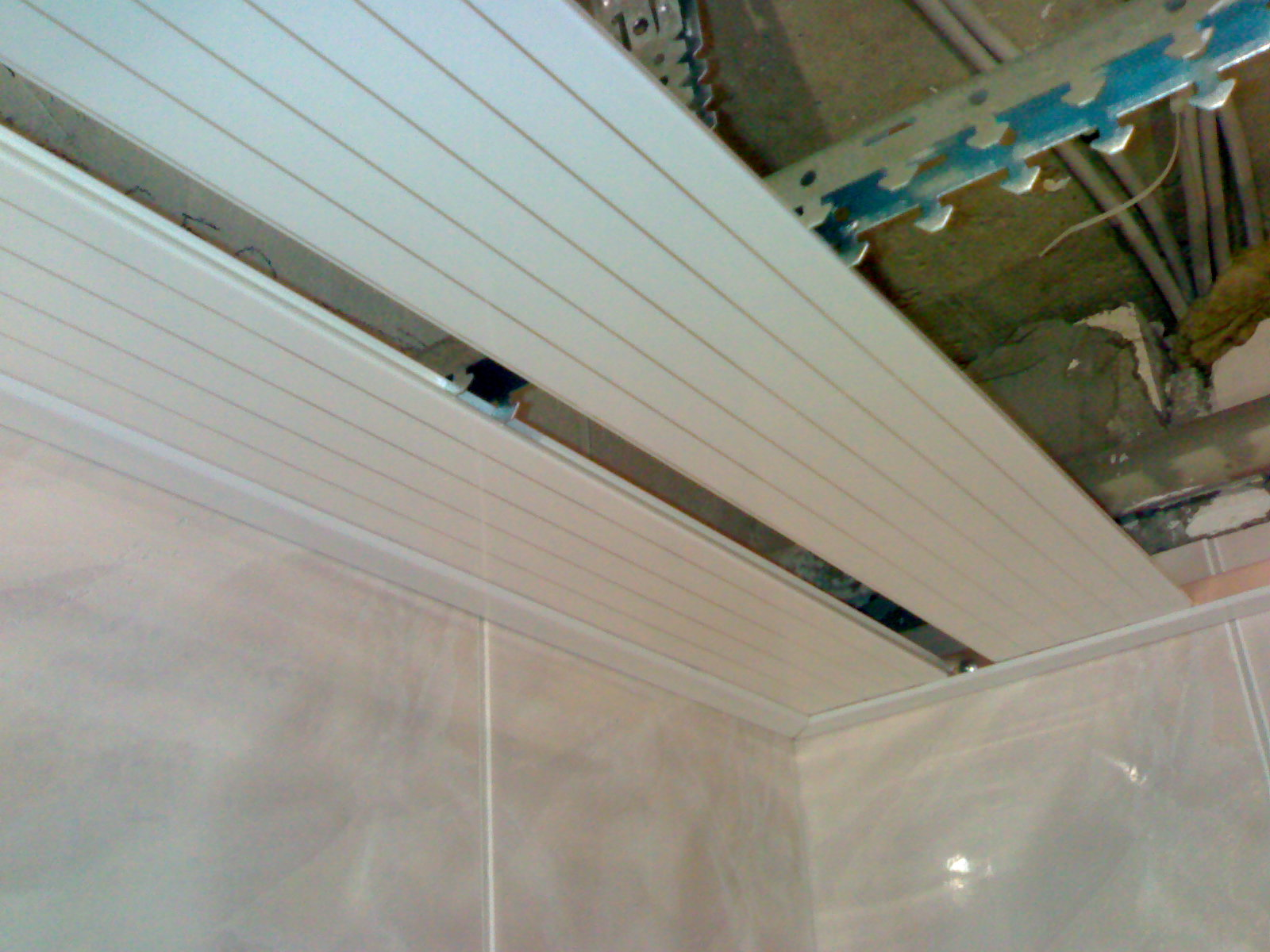 Пластиковый потолок в ванной своими руками пошаговая инструкция