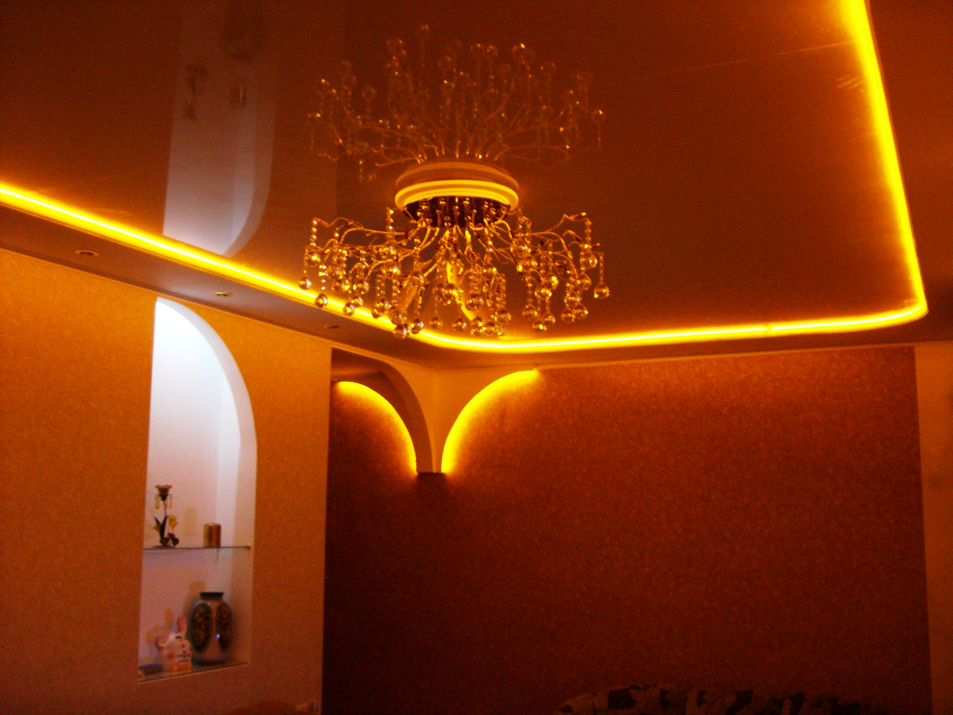 Подсветка под натяжной потолок своими руками