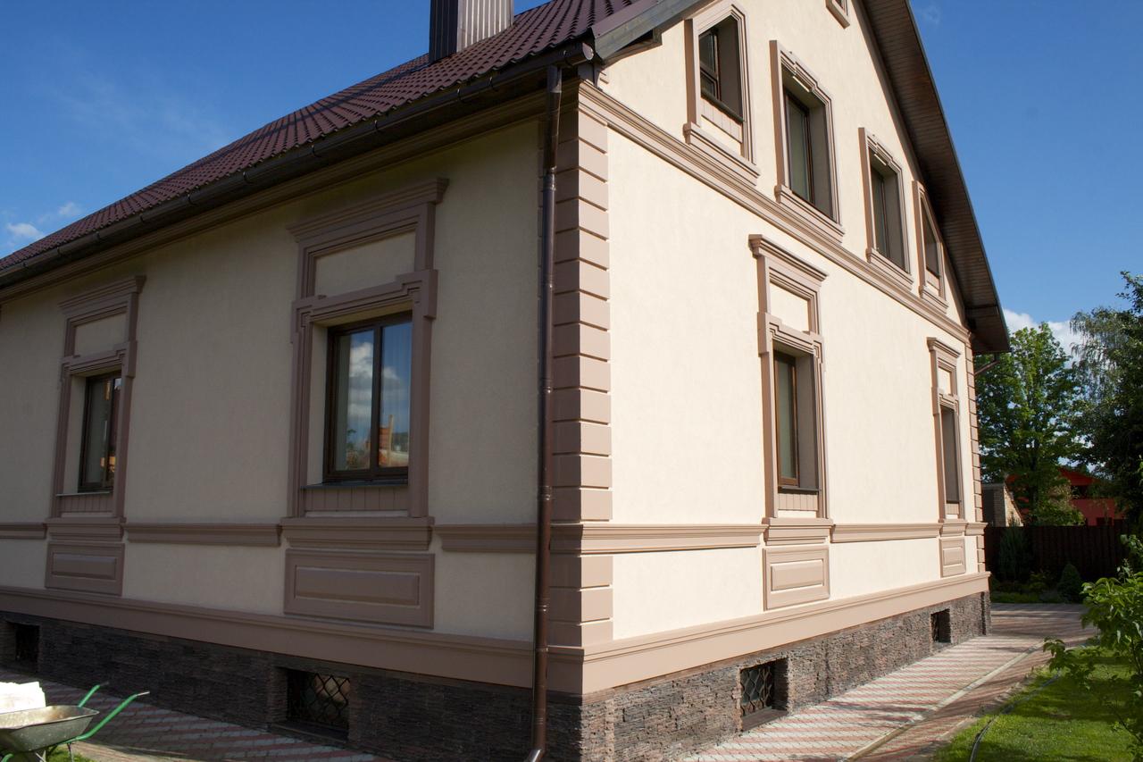 Отделка фасада дома штукатуркой фото