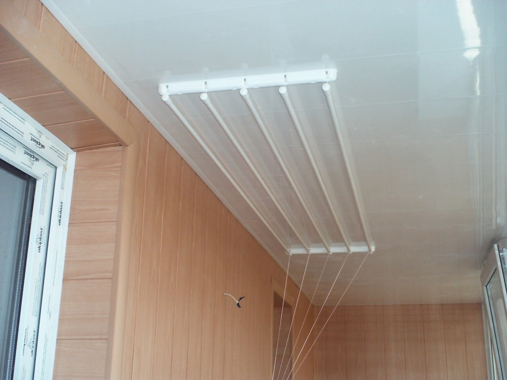 Установка потолочной сушилки на балконе