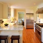 Фото 11: Небольшая кухня-гостиная